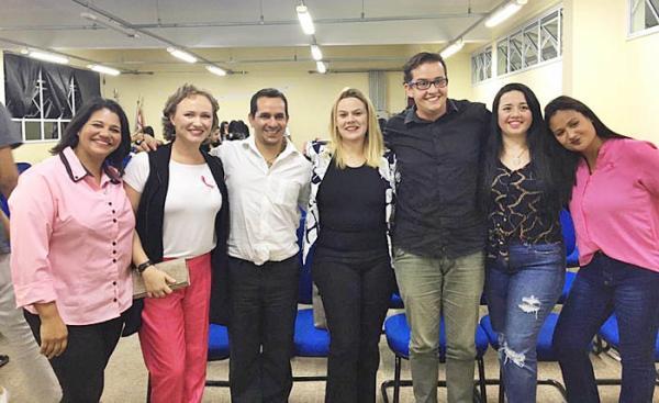 Dayana Franco participa da campanha de prevenção ao cancêr de mama realizado pela ETEc de Rio Grande da Serra