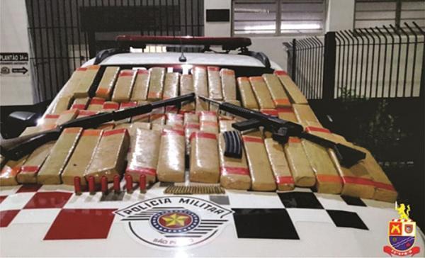 Polícia Militar prende dois criminosos e apreende armas e grande quantidade de drogas em Itapevi