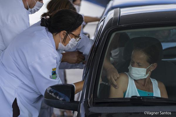 Cotia recebe novas doses de vacina contra a gripe e leva drive-thru para o Shopping Granja Vianna, nessa quinta (26)