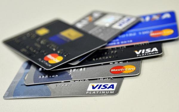 Para reduzir efeitos do Covid-19, governo autoriza emissão de cartão de crédito