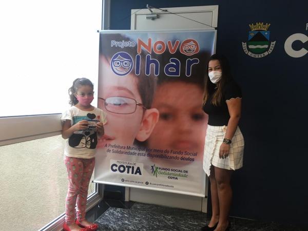 Fundo Social de Cotia realiza a entrega de dezenas de óculos em mais uma edição do Novo Olhar