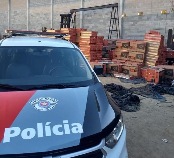 Polícia Militar recupera mais de 1300 televisores em Várzea Paulista que foram roubados no dia anterior na Rodovia Anhanguera