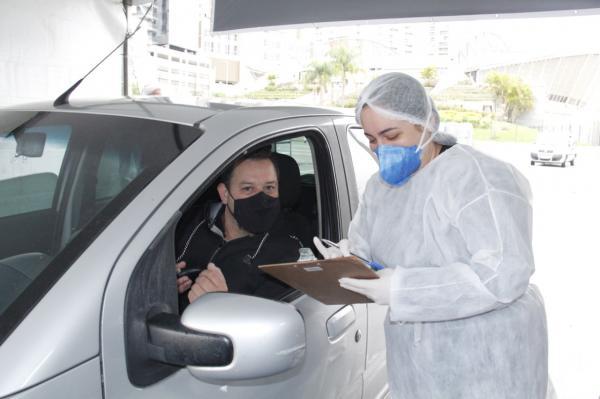 Barueri realiza exame gratuito de coronavírus em sistema de drive-thru mediante agendamento