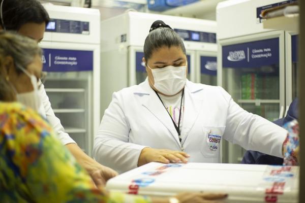 Cotia recebe novo lote de vacina contra a Covid-19