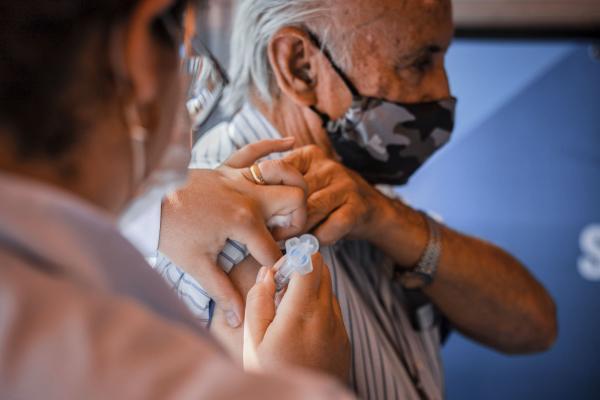 Dia 12/03 tem aplicação da 2ª dose da vacina contra Covid-19 para idosos de 85 anos acima e trabalhadores da saúde