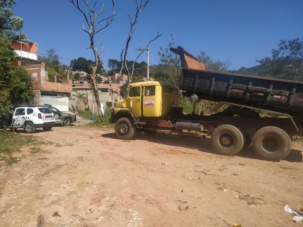 Guarda Ambiental e PM Rural flagram descarte irregular de entulho em área preservação em Cotia