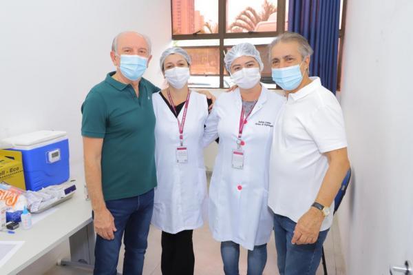 Furlan sai à frente e vacina professores de Barueri