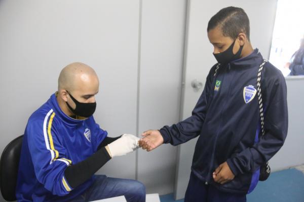 Barueri Esporte Forte realiza testagem quinzenal de Covid-19 em atletas de competição