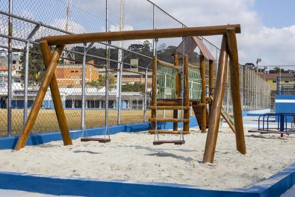 Prefeitura de Cotia instala área de lazer no entorno do Estádio de Caucaia do Alto