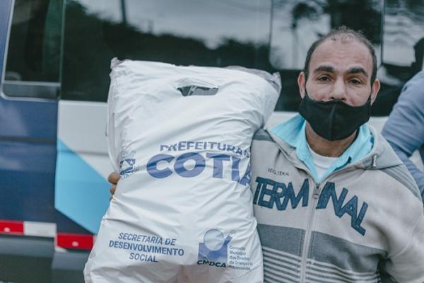Prefeitura de Cotia inicia Campanha do Agasalho e entrega de cobertores para famílias carentes e atendidos por entidades conveniadas