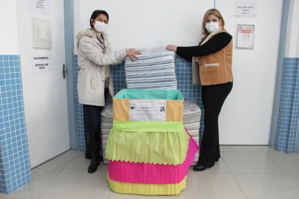 UBS do Jardim Mutinga doa 30 cobertores novos à Campanha do Agasalho