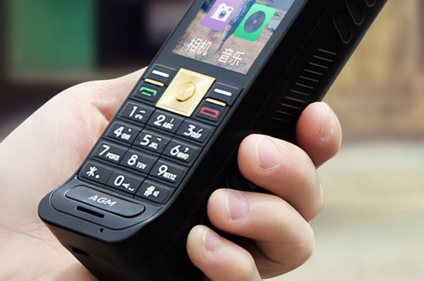 Tijolão está de volta inspirado em celular Motorola de 1983