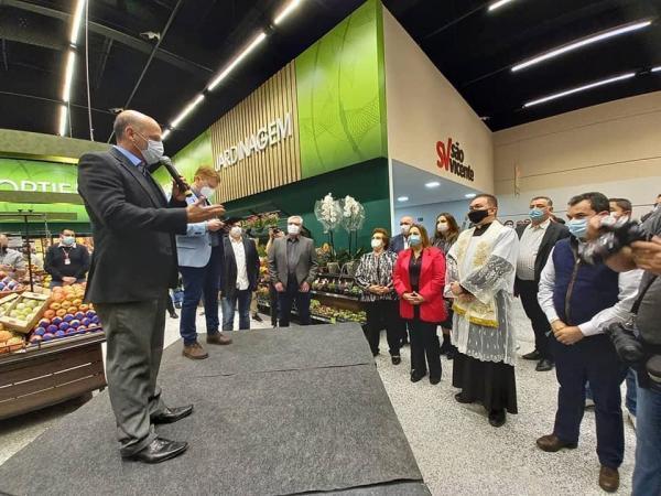 Moacyr Felix, presidente da ACIB, participou da inauguração da Rede de Supermercados São Vicente, em Barueri