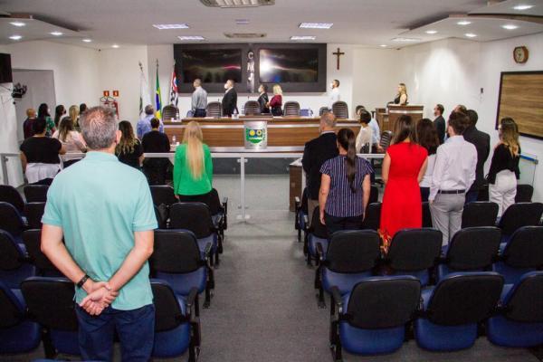 Secretaria de Saúde de Jandira entrega placa de honra à Diretores de Hospitais Regionais que atendem a cidade