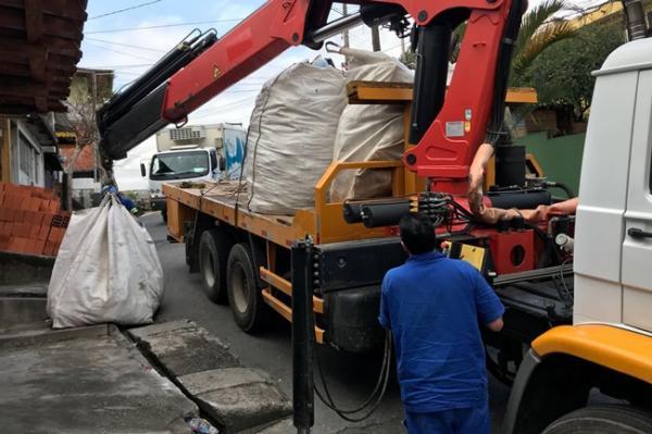 Câmara Municipal de Barueri estende serviço de coleta de entulho a apartamentos populares