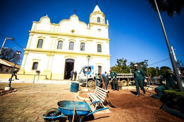 Largo da Igreja da Matriz de Santana de Parnaíba recebe obras de reforma e revitalização